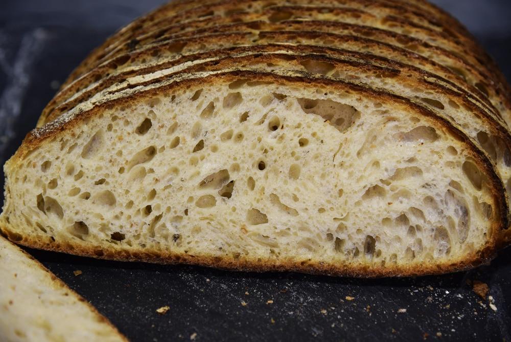 photo d'un pain de campagne tranchée