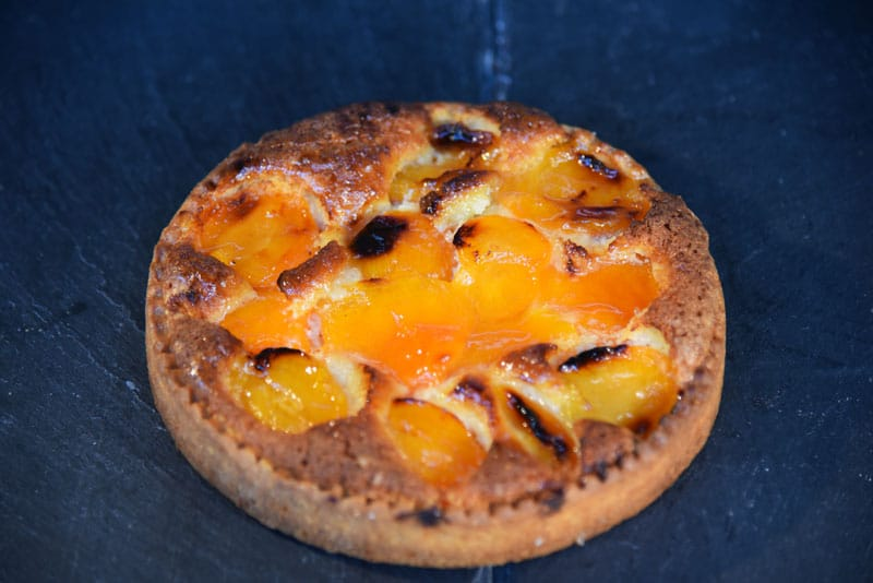 photo d'une tarte amande fruit abricot
