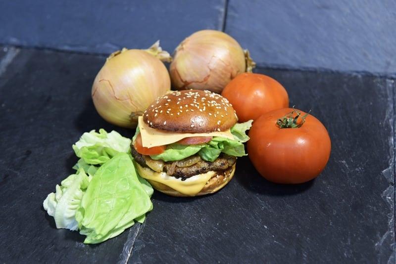 photo d'un pain hamburger composé
